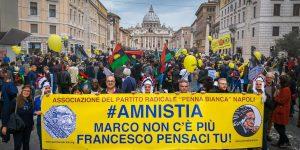 Striscione Penna Bianca per Marcia Amnistia Partito Radicale